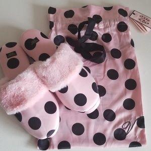 Victoria's Secret Slipper w/bag